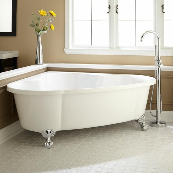Eckbadewanne mit Krallen die clevere Lösung fürs kleine Badezimmer