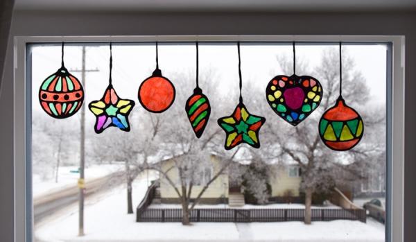 Fensterbilder basteln zu Weihnachten – zauberhafte Ideen und Anleitungen ornamente kinderzimmer diy