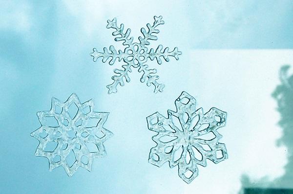 Fensterbilder basteln zu Weihnachten – zauberhafte Ideen und Anleitungen pve kleber klar durchsichtig bild