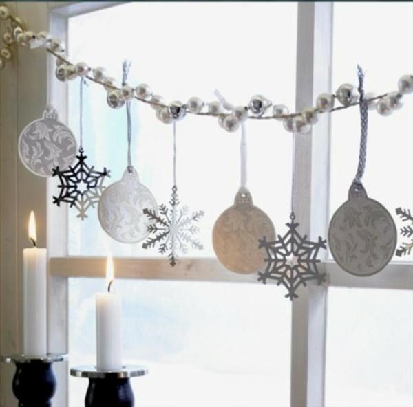 Fensterdeko zu Weihnachten Girlande Kerzen