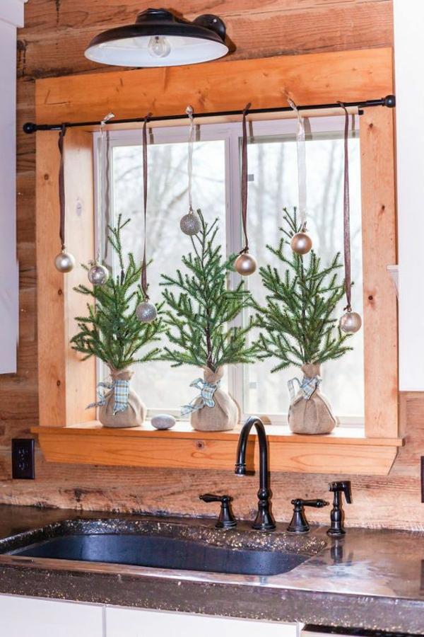 Fensterdeko zu Weihnachten Küchenfenster festliche Deko Ideen