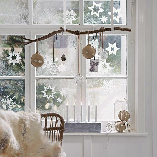 Fensterdeko zu Weihnachten Sterne Aufkleber Weihnachtskugel Zweig