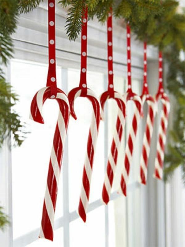 Fensterdeko zu Weihnachten Weihnachtsdeko Zweige Zuckerstangen