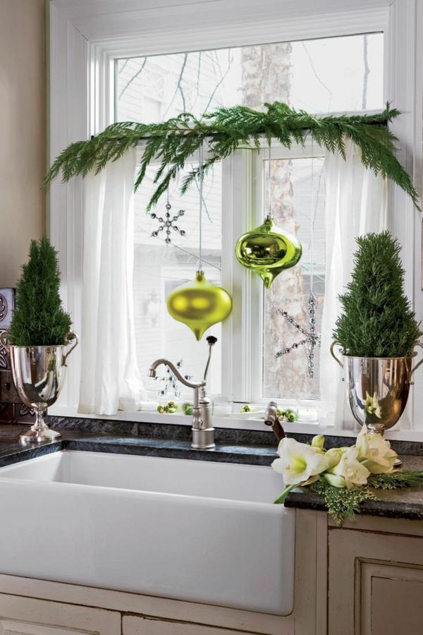 Fensterdeko zu Weihnachten lebendige Deko Ideen Küchenfenster