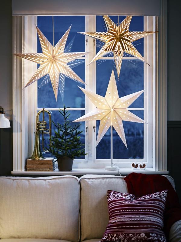 Fensterdeko zu Weihnachten leuchtende Sterne