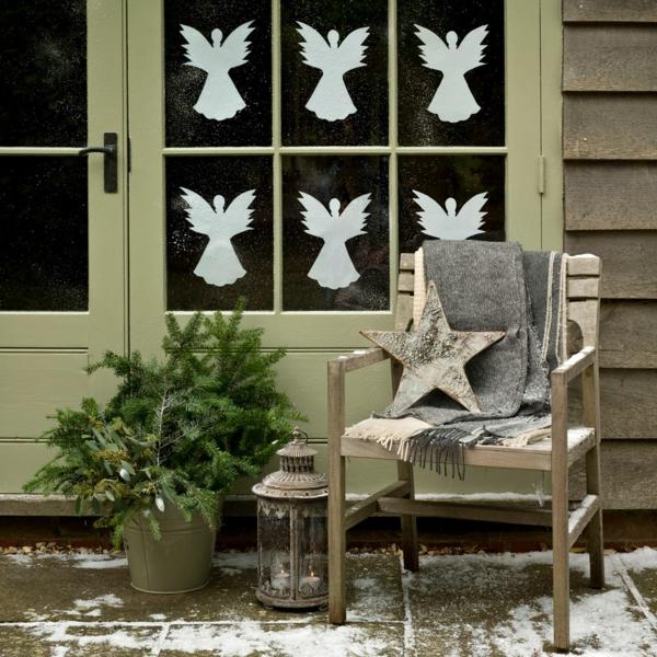 Fensterdeko zu Weihnachten weiße Engelchen