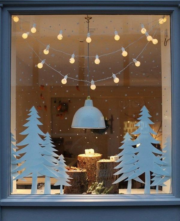 Fensterdeko zu Weihnachten weiße Tannenbäume