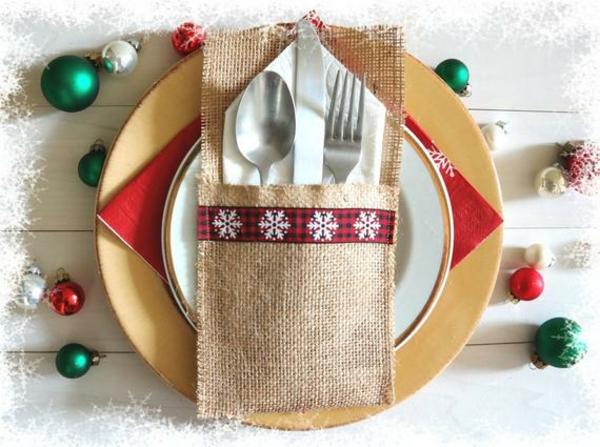 Festliche Bestecktaschen zu Weihnachten selber nähen den Tisch decken