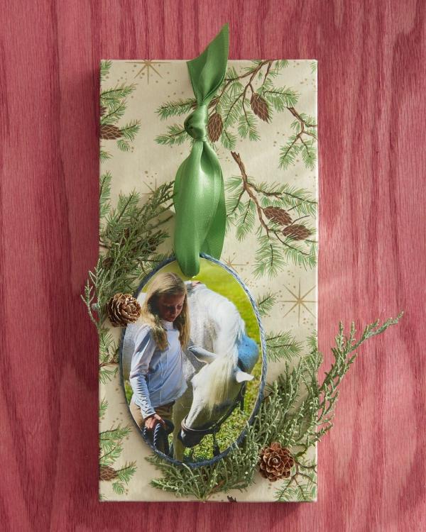 Fotogeschenke basteln zu Weihnachten – kreative Ideen und Anleitung kind mädchen pferd ornament
