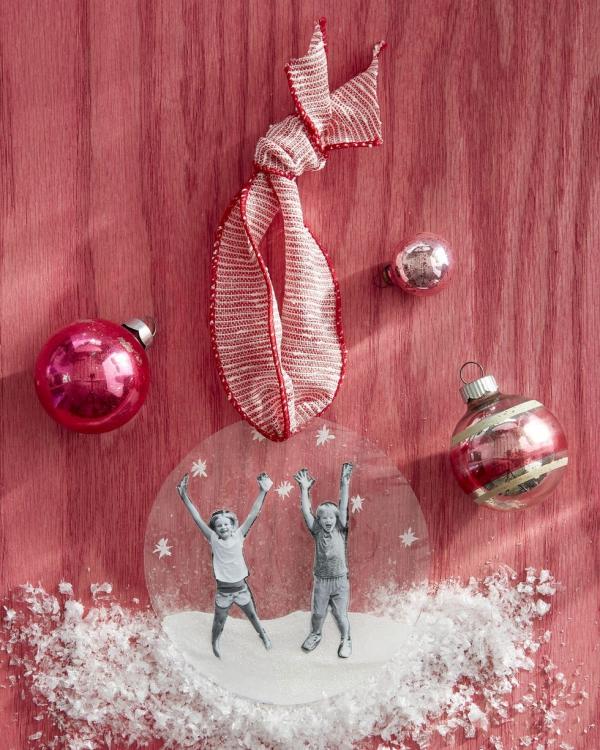 Fotogeschenke basteln zu Weihnachten – kreative Ideen und Anleitung klare folie familien fotos