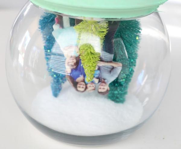 Fotogeschenke basteln zu Weihnachten – kreative Ideen und Anleitung schneekugel ornament nach anleitung