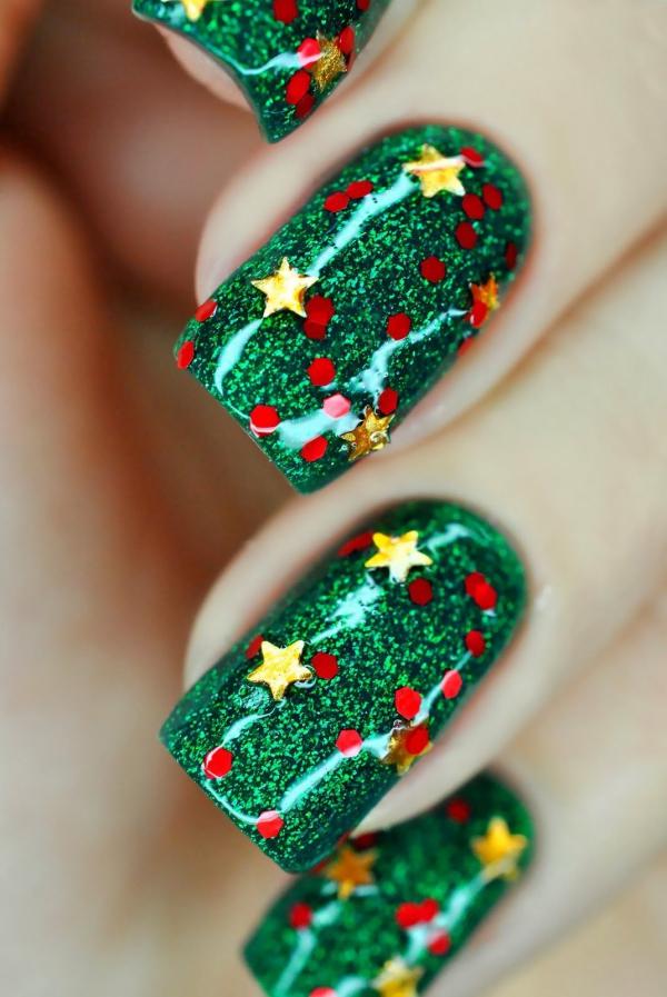 Gelnägel zu Weihnachten – hübsche Ideen und aktuelle Farbtrends grün glitzer sterne punkte