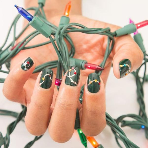 Gelnägel zu Weihnachten – hübsche Ideen und aktuelle Farbtrends grüne nägel lichter kette