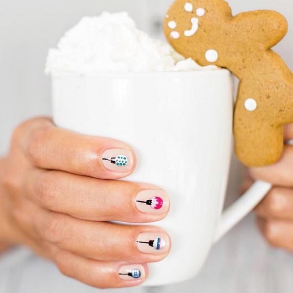 Gelnägel zu Weihnachten – hübsche Ideen und aktuelle Farbtrends pastell ornamente design