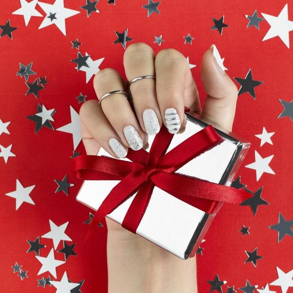 Gelnägel zu Weihnachten – hübsche Ideen und aktuelle Farbtrends silber aktuelle farbe trends