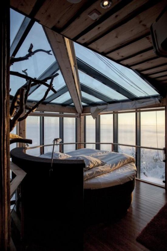 Glaswände im Schlafzimmer Decke aus Glas im rustikalen Stil viel Holz sehr romantisch ansprechend