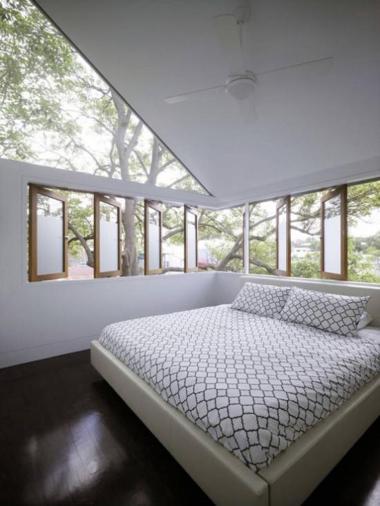 Glaswände im Schlafzimmer Glas an der Decke viel Tageslicht einladend hell