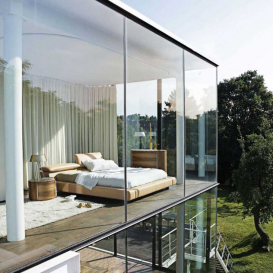 Glaswände im Schlafzimmer Haus aus Glas inmitten der Natur sehr ansprechend