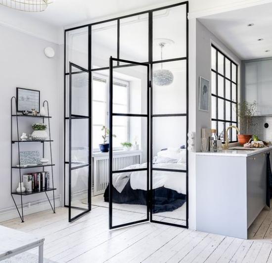 Glaswände im Schlafzimmer Metallrahmen der Schlafbereich ist Teil des offenen Wohnraums