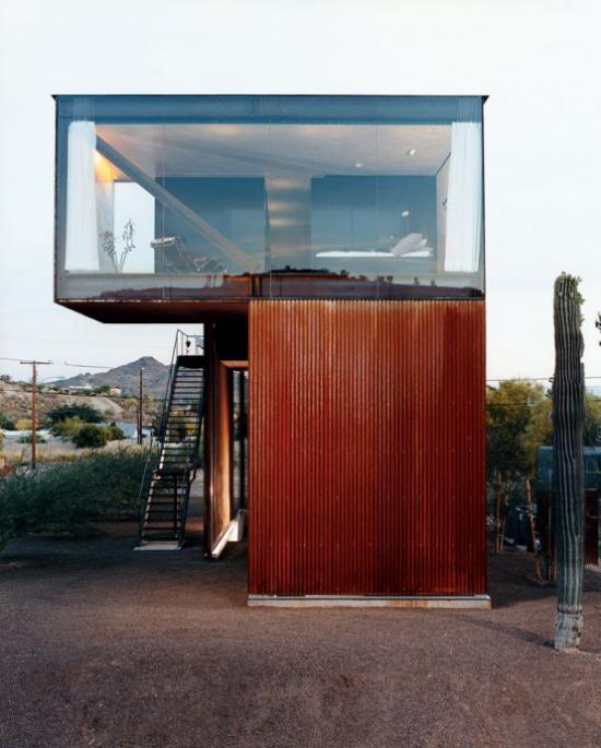 Glaswände im Schlafzimmer ausgefallene Idee Wohn-und Schlafbereich zweiter Stock über Wohncontainer