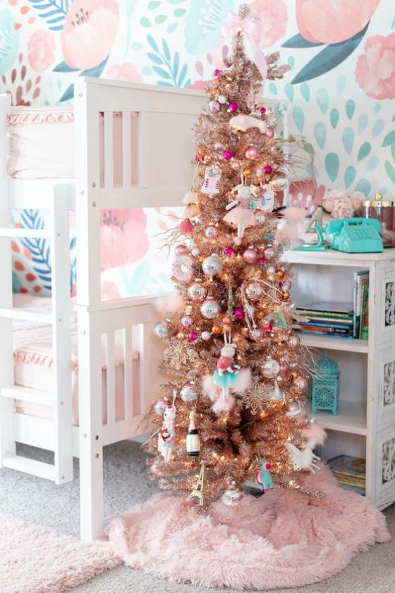 Kinderzimmer weihnachtlich dekorieren Silberglitzer Beige Rosa Hellblau bunt und schön