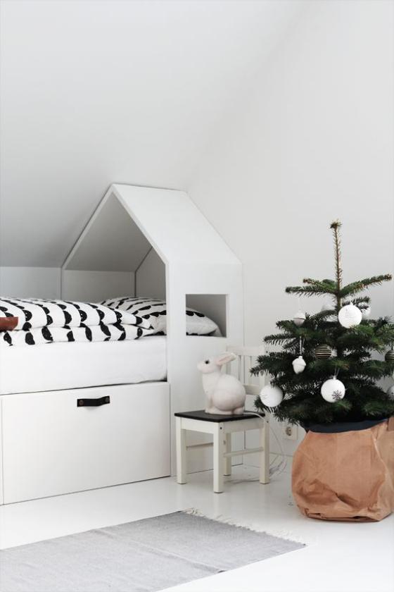 Kinderzimmer weihnachtlich dekorieren puristische Dekoration weniger ist mehr