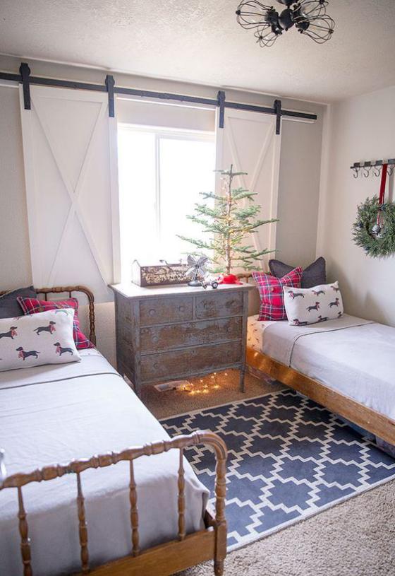 Kinderzimmer weihnachtlich dekorieren wenig Grün Weihnachtskranz an der Wand
