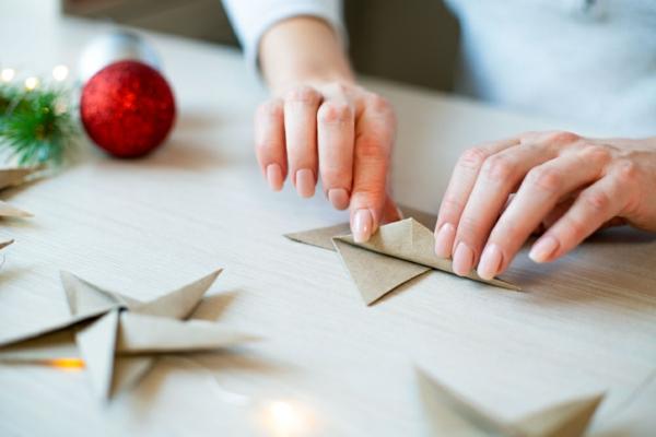 Nachhaltige Weihnachtsgeschenke 12 Ideen Papiersterne falten
