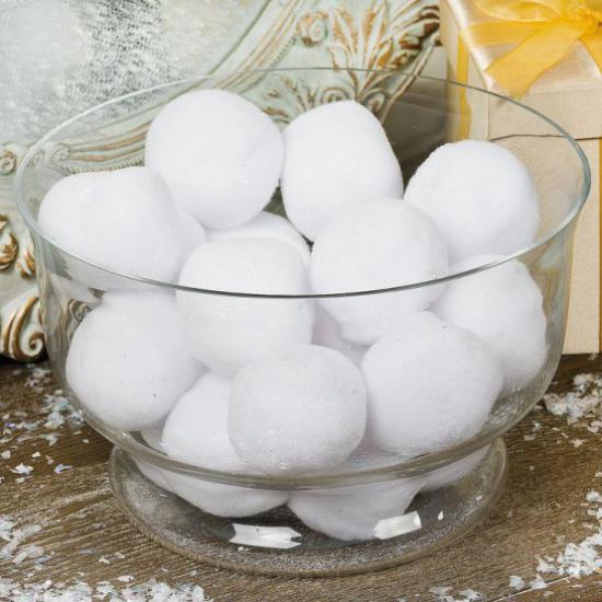 Schneebälle Winterdekoration in Glasschüssel arrangiert