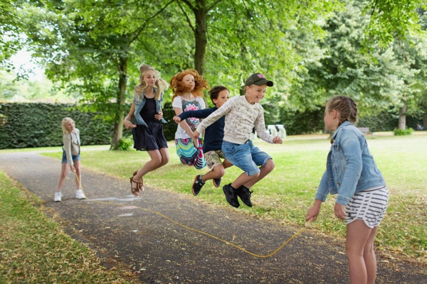 Seilspringen Vorteile Ganzkörpertraining Kinder am Spielen