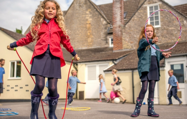Seilspringen Vorteile Ganzkörpertraining Kinderspiel