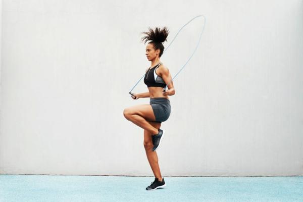 Seilspringen Vorteile Ganzkörpertraining Muskeln straffen