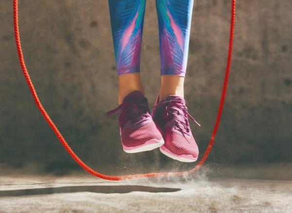Seilspringen als Ganzkörpertraining leichte Fitnessübung