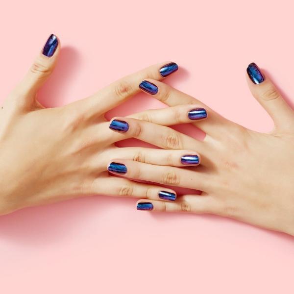 Silvester Nägel – Ideen und Anleitungen für eine glanzvolle Maniküre chrom nägel blau lila