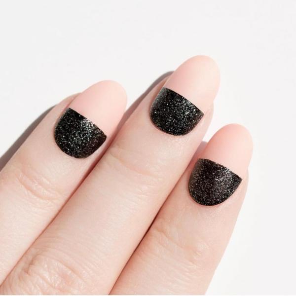 Silvester Nägel – Ideen und Anleitungen für eine glanzvolle Maniküre glitter matt kombi stilvoll