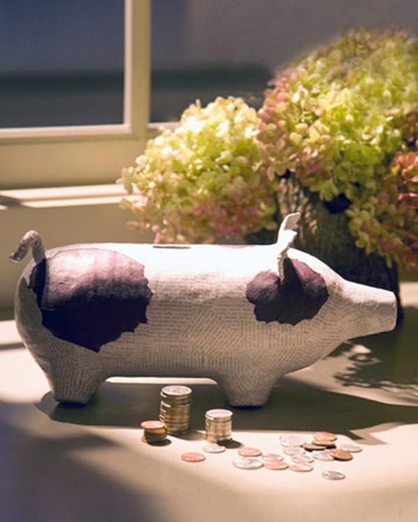 Sparschwein basteln – So haben Sie zu Silvester bestimmt Schwein papiermache schweinchen weiß schwarz
