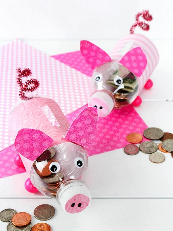Sparschwein basteln – So haben Sie zu Silvester bestimmt Schwein plastikflaschen schweine dosen rosa diy