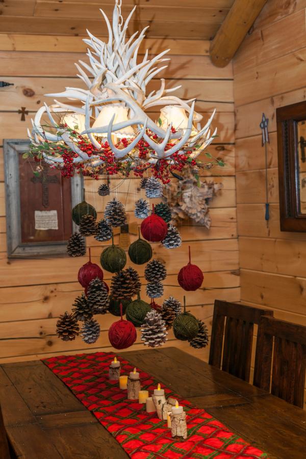 Tannenzapfen Winterdeko Hänge-Deko Kronleuchter üppig geschmückt Landhausstil