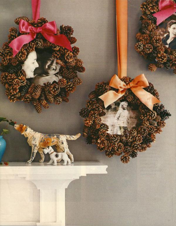 Tannenzapfen Winterdeko drei Kränze mit Bildern in der Mitte Klassiker in der Wanddeko zu Weihnachten