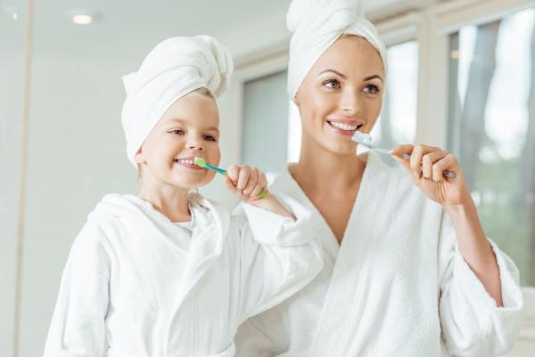 Συμβουλές για υγιή ούλα και ένα όμορφο χαμόγελο Διδάξτε στα παιδιά πώς να βουρτσίζουν τα δόντια τους [19659016] Ταυτόχρονα, είναι οι μόνοι που δεν μπορούν να επιδιορθώσουν τον εαυτό τους </strong></p> <p><img loading=