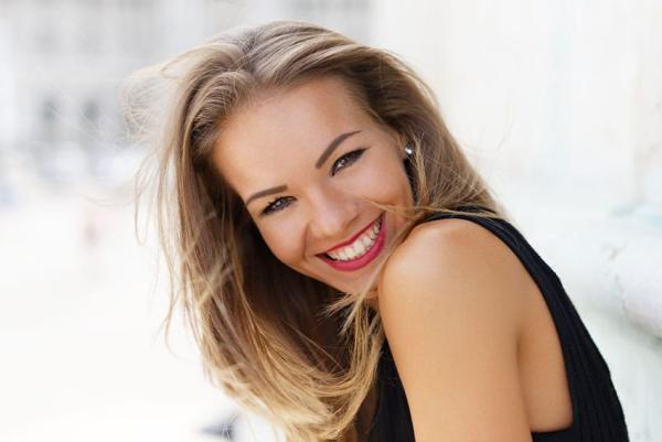 Συμβουλές για υγιή ούλα και ένα όμορφο χαμόγελο όμορφο χαμόγελο με υγιή δόντια