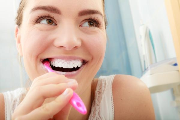 Συμβουλές για υγιή ούλα και ένα όμορφο χαμόγελο Βουρτσίστε τα δόντια σας σωστά