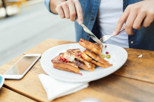 Was ist achtsames Essen achtsam essen ohne Handy