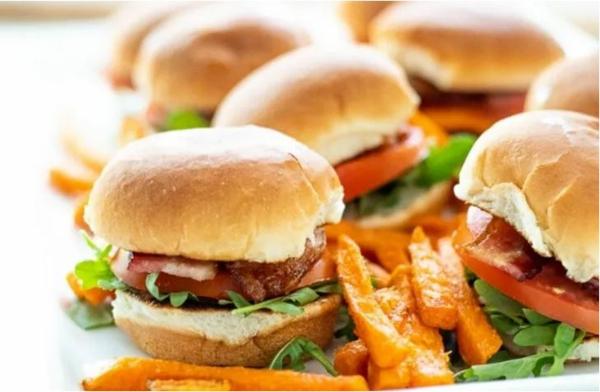 Weihnachtliche Vorspeise zubereiten 10 einfache festliche Fingerfood Ideen kleine Burgers