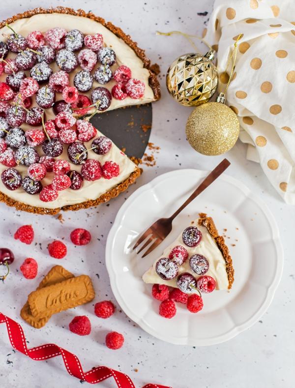 Weihnachtliches Dessert – Weihnachtsbaumstamm und andere köstliche Rezeptideen zum Genießen käsekuchen mit mandel creme beeeren