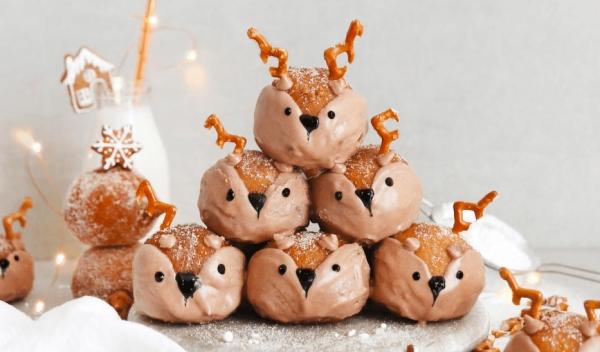 Weihnachtliches Dessert – Weihnachtsbaumstamm und andere köstliche Rezeptideen zum Genießen marzipankartoffeln rentiere niedlich