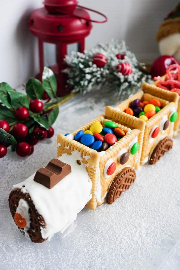 Weihnachtliches Dessert – Weihnachtsbaumstamm und andere köstliche Rezeptideen zum Genießen zug bahn schoko kekse