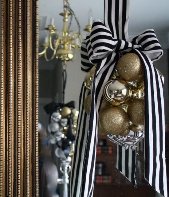 Weihnachtsdeko in Gold und Schwarz kleine Deko Artikel in Gold großer dekorativer Effekt ideen
