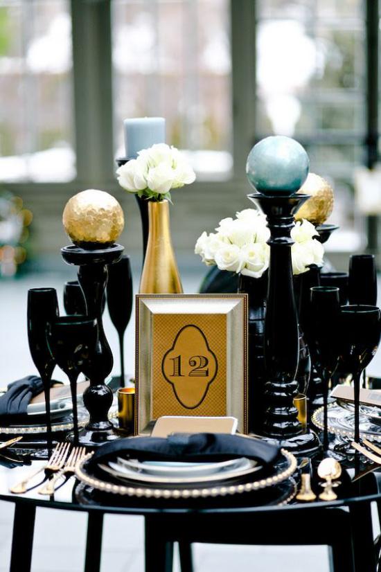 Weihnachtsdeko in Gold und Schwarz schön dekorierte Festtafel spektakulärer Look