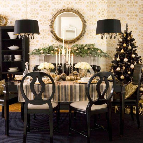 Weihnachtsdeko in Gold und Schwarz schön gedeckter üppig dekorierter Esstisch Wow-Effekt
